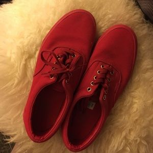like new 🌹 all red vans skate size 9.5 worn once!